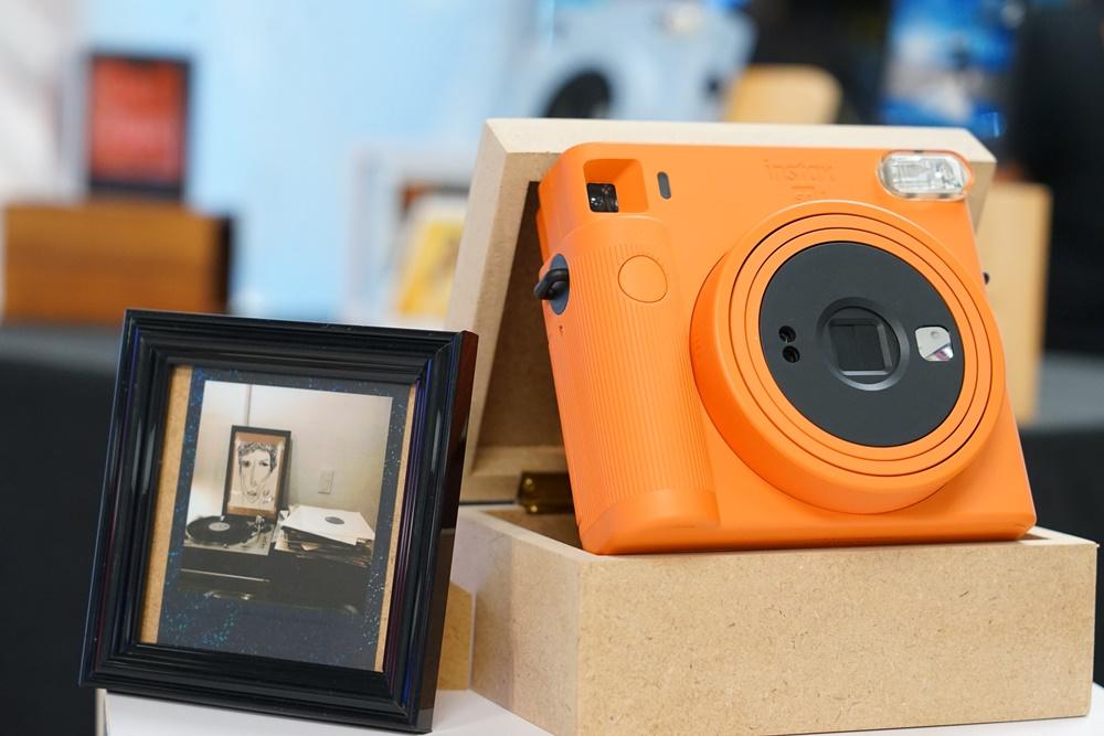 สวย น่ารัก!! ฟูจิฟิล์มเปิดตัวกล้องถ่ายรูปสไตล์ยูนีค Instax SQUARE SQ1 gadgetมาใหม่ อัพเดทโลกไซเบอร์ Fuji InstaxSQUARESQ1