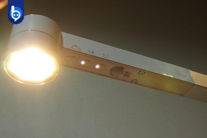 """โคมไฟฟีเจอร์ล้ำ """"Dyson Lightcycle Morph"""" !! gadgetมาใหม่ อัพเดทโลกไซเบอร์ DysonLightcycleMorph"""