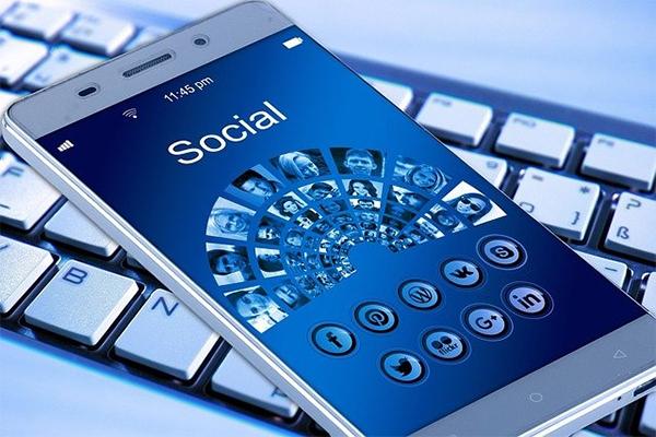 อินเทอร์เน็ตมีประโยชน์อย่างไรบ้างในชีวิตของคนเรา gadgetมาใหม่ อัพเดทโลกไซเบอร์ Reviewโทรศัพท์ อินเทอร์เน็ตมีประโยชน์อย่างไร
